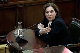 Colau afirma que Rajoy y Sáenz de Santamaría «faltan a la verdad»