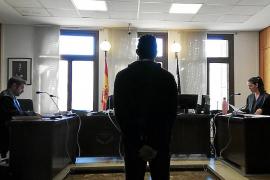 Condenado por agredir a su padre en la puerta de la vivienda familiar en Palma