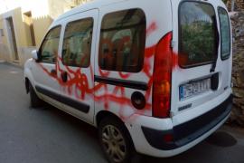 El coordinador de Ciudadanos Alaró, Carlos Coll, denuncia pintadas en su furgoneta