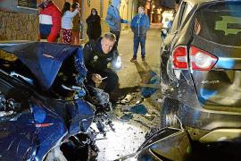 Un conductor ebrio arrolla en Andratx a gran velocidad tres coches y una moto