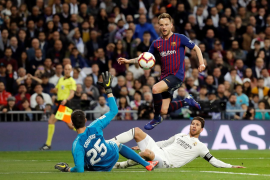 El Barça aparta de la Liga al Real Madrid