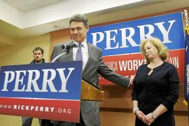 Rick Perry abandona la carrera por la candidatura republicana y apoya a Gingrich