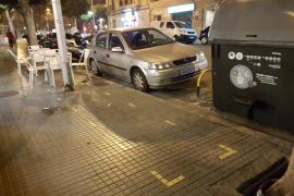 Emaya instala contenedores a 30 centímetros de la terraza de un restaurante de Palma