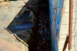 Abandono de una piscina en Cala Estancia