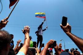 Guaidó regresa a Venezuela sin ser detenido y mantiene el pulso con el Gobierno de Maduro