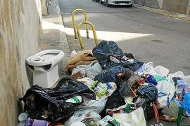 Comienza la recogida de residuos en el centro de Inca con incivismo y descoordinación
