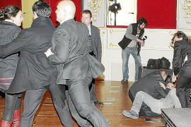 La polémica de la lengua 'enciende' una gala muy tensa