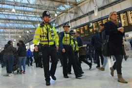 Localizan tres artefactos explosivos en dos aeropuertos y una estación de tren de Londres