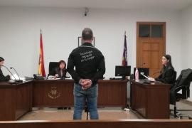 El padre de Malén Ortiz, condenado a seis meses de prisión por enfrentarse a la policía