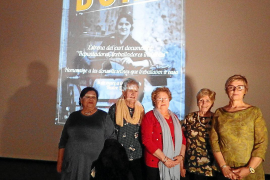 Lloseta rinde homenaje al trabajo invisible de las mujeres 'repuntadores'