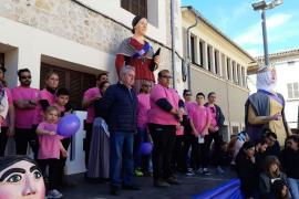 Fallece un hombre mientras portaba una 'geganta' en Campos