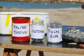 La jornada de limpieza en Cala Tarida, en imágenes (Fotos: Irene Arango).