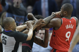 Ibaka pierde la cabeza y protagoniza la pelea del año en la NBA