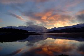 Dos alpinistas fallecidos y dos heridos por una avalancha en Escocia