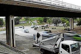 Retenciones en Palma por un camión que perdió la carga
