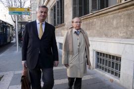 Ruiz-Mateos se niega a declarar  en Palma y dos jueces  le prohíben salir de España