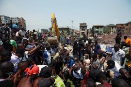 Al menos 12 muertos, la mayoría niños, al derrumbarse un edificio en Nigeria