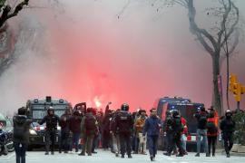 Detenidos aficionados del Olympique de Lyon y del Barcelona por una pelea multitudinaria