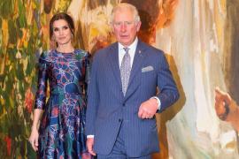 La reina Letizia hace esperar al príncipe Carlos