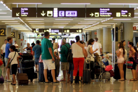 Piden 3 años de cárcel a un turista por agredir a trabajadores y policías en el aeropuerto de Palma