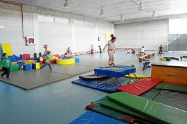 El colegio público de la Colònia alquila sus instalaciones para obtener recursos