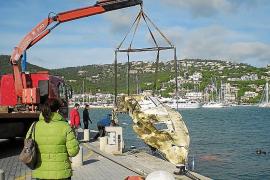 El Govern retira el velero hundido en el Port d'Andratx