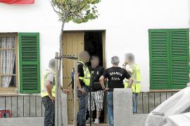 La Guardia Civil sorprende a un policía local con cocaína y 600 euros en un prostíbulo de Campos