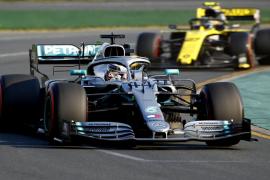 Hamilton logra la primera 'pole' del año y saldrá primero en Australia