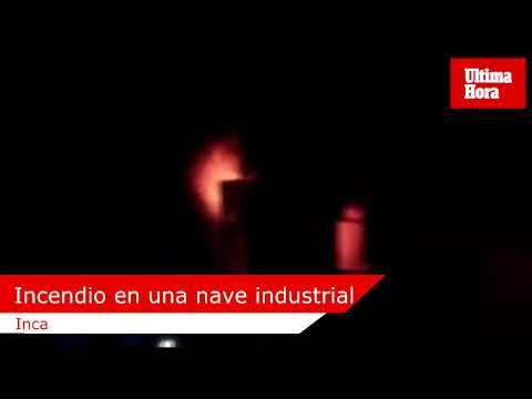Un incendio arrasa dos naves industriales en Inca