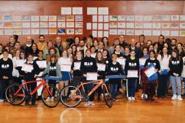 Más de 500 alumnos participan en los premios del concurso de dibujo y redacción del Parlament