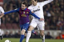 Sufrida clasificación culé ante un Madrid explosivo (2-2)