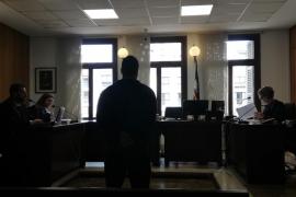 Condenado por robar el coche a una amiga en Santa Ponça y conducirlo ebrio y sin carné
