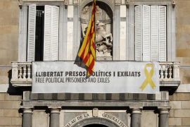 Torra mantiene los lazos amarillos tras vencer el plazo de la Junta Electoral
