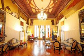 La humedad daña las pinturas de la Sala Montenegro del Parlament