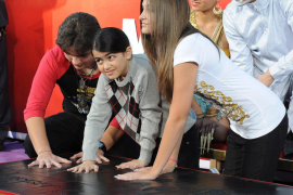 Los hijos de Michael Jackson inmortalizan a su padre en Hollywood
