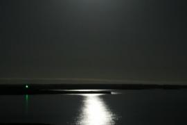 La luna que siempre nos observa.