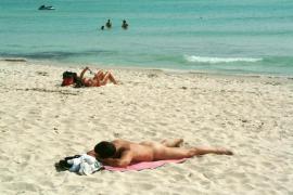 El Parlament balear insta al Govern a reconocer la tradición naturista de Baleares