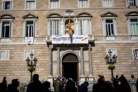 La Junta Electoral lleva a Torra ante Fiscalía y pide a los Mossos retirar los lazos y las pancartas