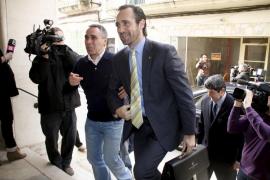 Gritos y abucheos  a Bauzá,  que no cambiará su política sobre el catalán