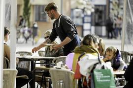 El elevado precio del alquiler de la vivienda sigue haciendo mella en aquellos trabajadores que venían a Ibiza, año tras año, pa