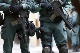 Un detenido con 121 armas en su casa y contactos de traficantes internacionales