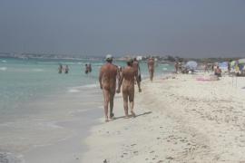 El Instituto de la Familia pide zonas separadas en las playas para que los menores no vean nudismo y top-less
