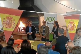 El edil de Calvià Tomeu Bonafé oficializa su pase a Vox arropado por decenas de vecinos