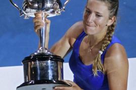Azarenka arrolla a Sharapova y  releva a Wozniacki como reina del tenis mundial