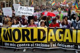 Unas 3.500 personas se manifiestan en Barcelona contra Vox