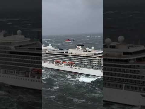 Evacuación del pasaje de un crucero averiado en la costa de Noruega