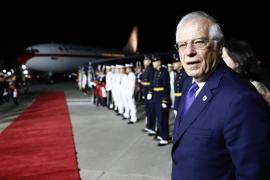 El avión de los reyes de España roza en tierra con el de Macri