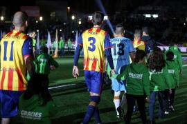 Piqué manda callar los gritos contra España en Montilivi