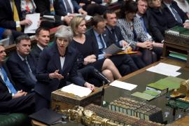 El Parlamento británico aprueba retrasar el Brexit más allá del 29 de marzo