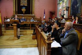 La oposición pide a Ensenyat que denuncie al hotelero que le llamó «puto maricón»